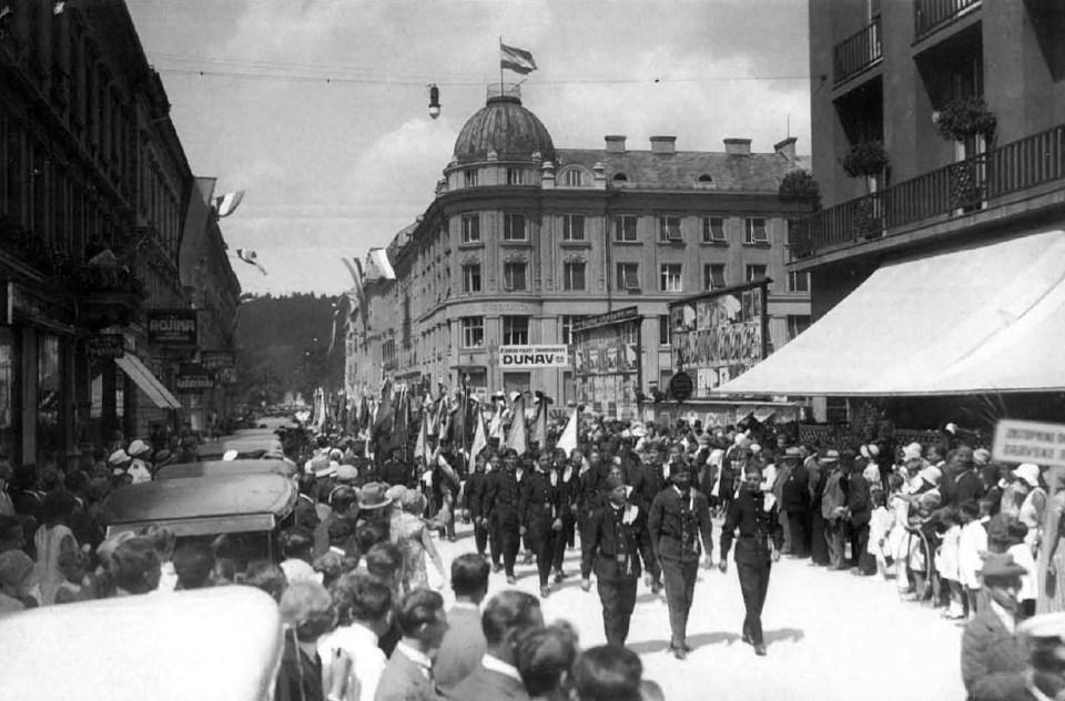 1931 - parada dimnikarskega kongresa na Aleksandrovi ulici (danes Cankarjeva)