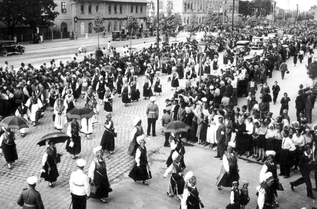 1935 - parada v narodnih nošah med evharističnim kongresom
