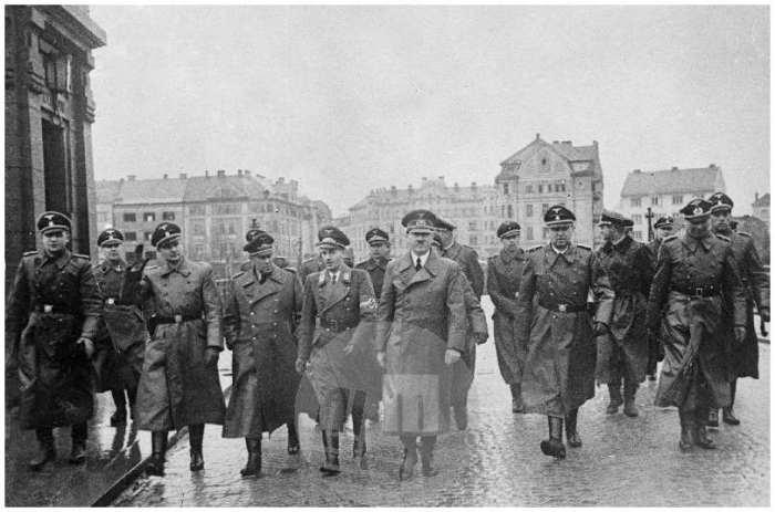 Adolf Hitler je obiskal leta 1941 Maribor in izustil razvpiti stavek »Naredite mi to deželo spet nemško,« s katerim se je začelo preganjanje štajerskih Slovencev.