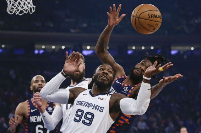 Memphis Grizzlies' Jae Crowder (99) competes for control of the ball with New York Knicks' Reggie Bullock, right, during the first half of an NBA basketball game Wednesday, Jan. 29, 2020, in New York. (AP Photo/Frank Franklin II)