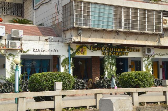 Restaurant franco-vietnamien situé derrière la mosquée.