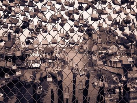 Love locks, end of love. Η αγάπη που πάει;