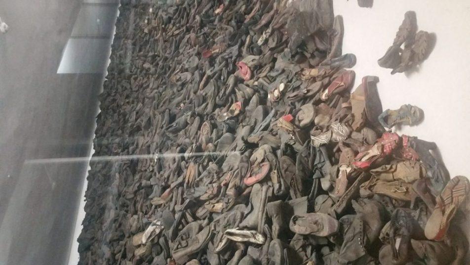 Στρατόπεδα του Άουσβιτς, Β' Παγκόσμιος Πόλεμος, παπούτσια Εβραίων