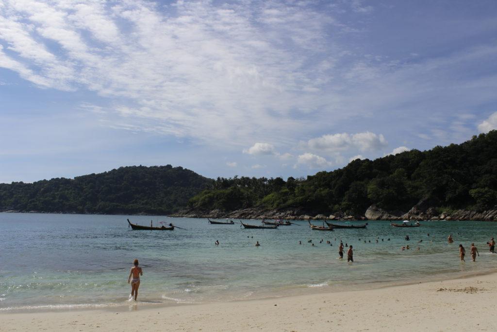 παραλία καταγάλανα νερά