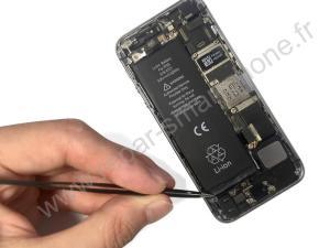 Positionner la batterie dans l'iPhone