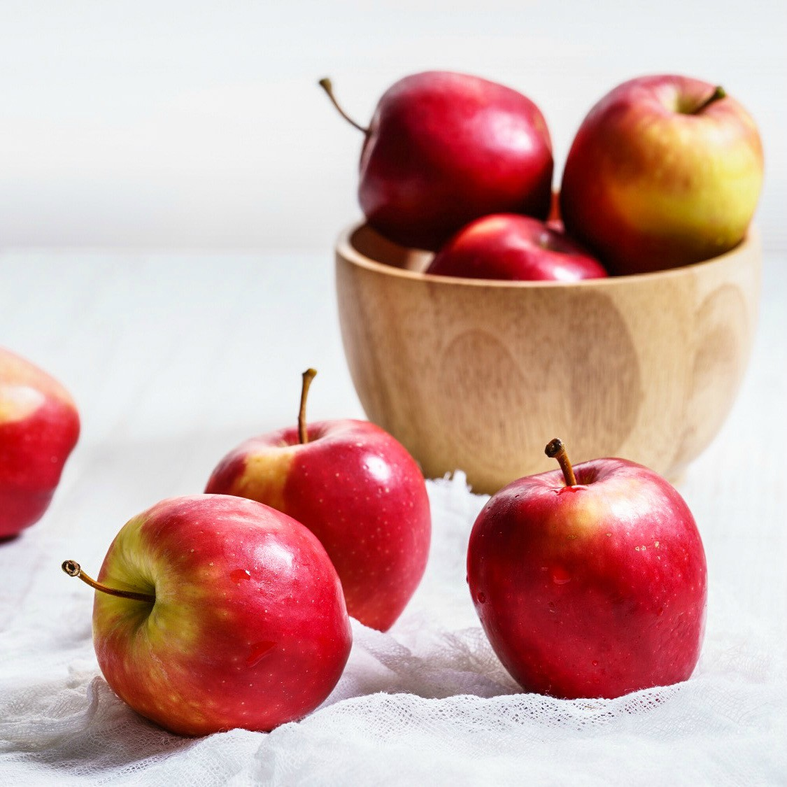 An image of red apples.