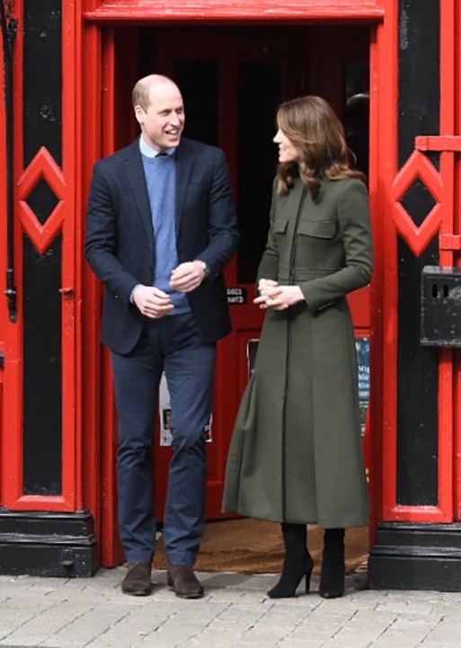 Duchess Kate chose her green McQueen for a walkabout in Galway (British Embassy)