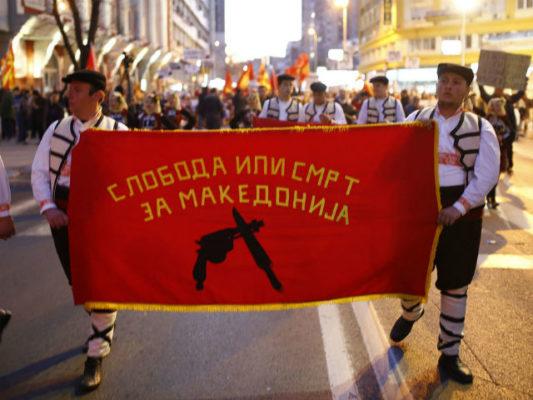Nacionalistët protestojnë në Maqedoni. Foto: MIA