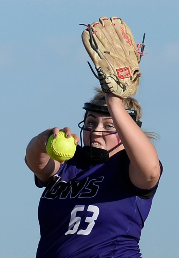 Mountain View's Bailey Carlson pitches during ...