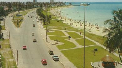 Photo of A bela praia da Pajuçara! Década de 1970. Olha a carroça de coco!