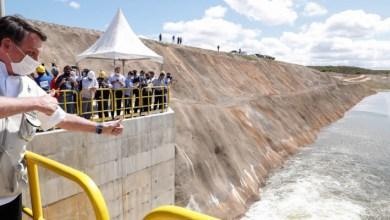 Photo of Bolsonaro conclui trecho da obra de transposição do rio São Francisco parada há anos