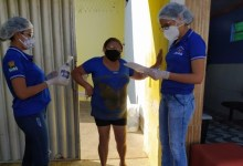 Photo of INICIATIVA: prefeitura de Arapiraca distribui mais de 700 kits de higiene para famílias