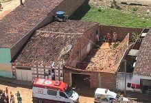 Photo of Mulher fica sob escombros após telhado de casa desabar em Novo Lino