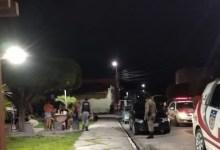 Photo of FISCALIZAÇÃO: PM flagra aglomeração de pessoas e dono de bar é autuado, em Palmeira dos Índios