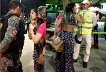 Photo of Mulher é detida após xingar policiais na Orla da Ponta Verde, em Maceió; assista vídeo