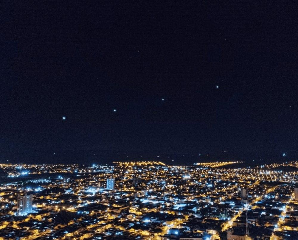 Satélites Starlink no céu