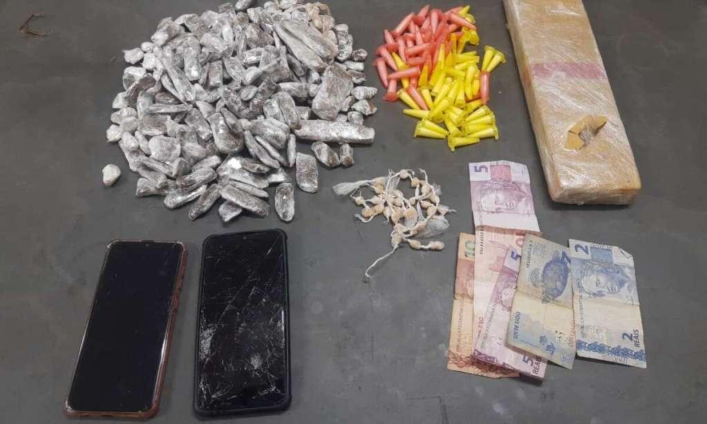 Ação da PM ferreirense prende dois a retira grande quantia de drogas