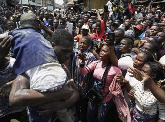 Nigerian Emergency Services Call Off Search at Collapsed School