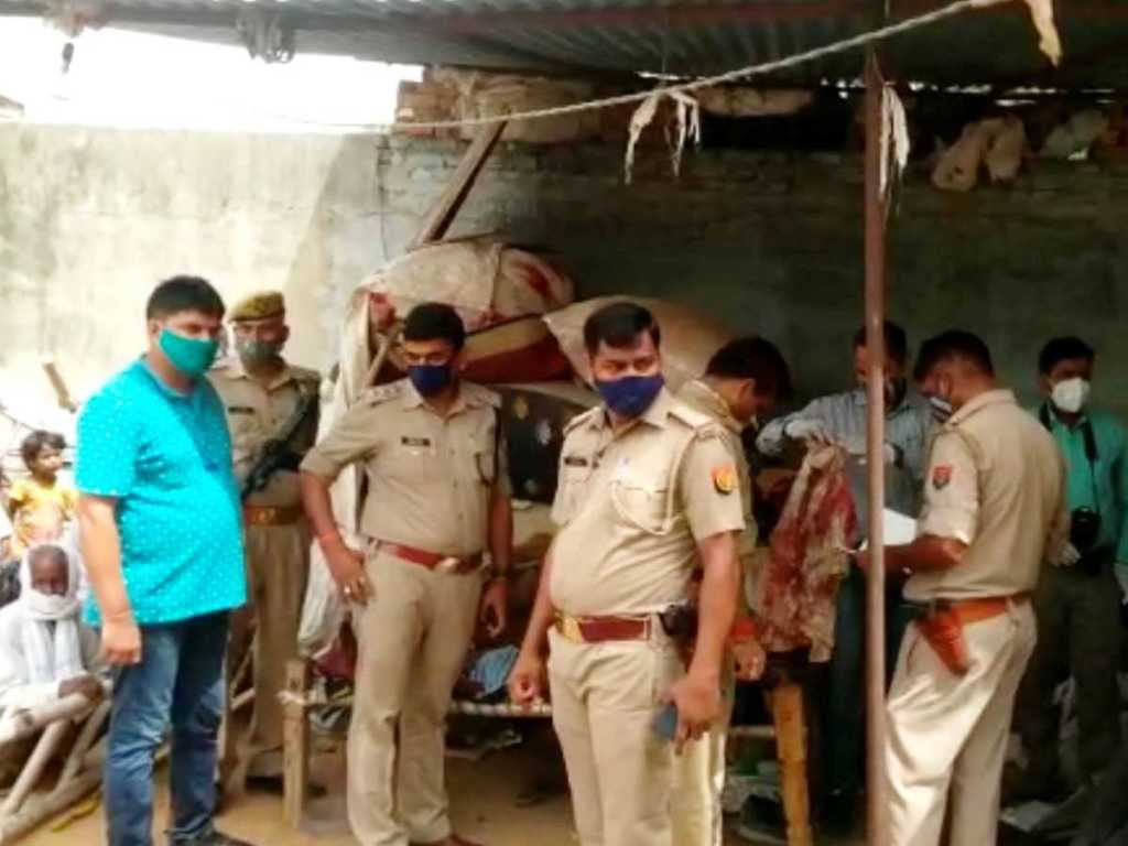 Firozabad News: The robbers robbed the jewelery from the shop near the police station, the watchman was killed by slitting his throat when he protested