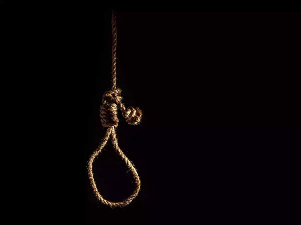 Deoria News: In Deoria, if the husband did not get the smartphone, then hanged himself