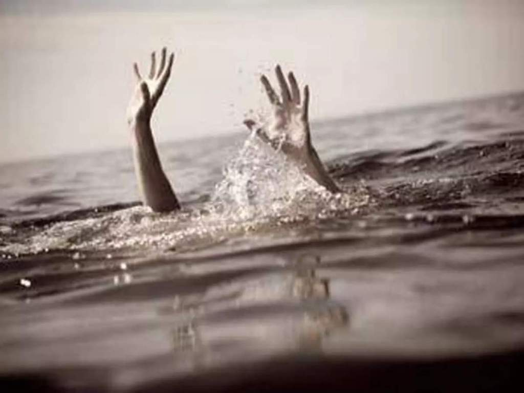 Four girls including two real sisters who went to bathe buffaloes in Chitrakoot drowned...