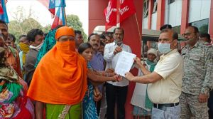 CPI presented a memorandum on the demand to give free population lease in rural and urban areas by holding a sit-in
