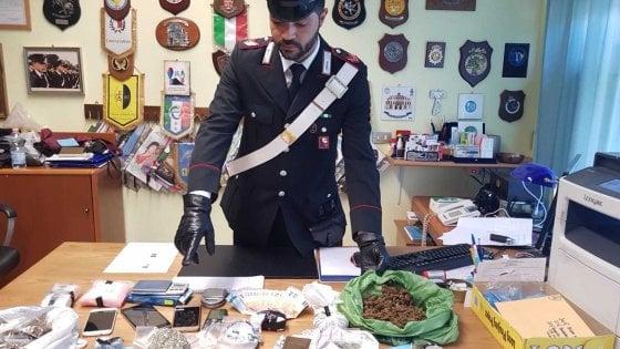 Bari, in casa il supermarket della droga: padre e figlio arrestati nel blitz dei carabinieri