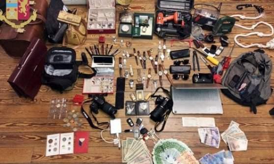 Milano, in casa aveva quadri, gioielli e oggetti sacri rubati: arrestato laureato modello della Bocconi