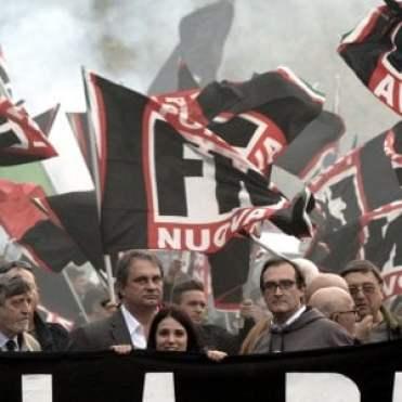 """Roma, al grido di """"Tutto per la patria"""" Forza Nuova manifesta all'Eur"""