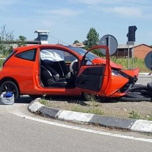 Vercelli: operaio travolto e ucciso da un'auto mentre sistema un semaforo