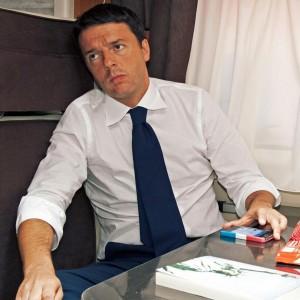 """Renzi: """"Larghe intese? Grillo-Berlusconi per tenere il Porcellum"""". Assurda una scissione nel Pd"""