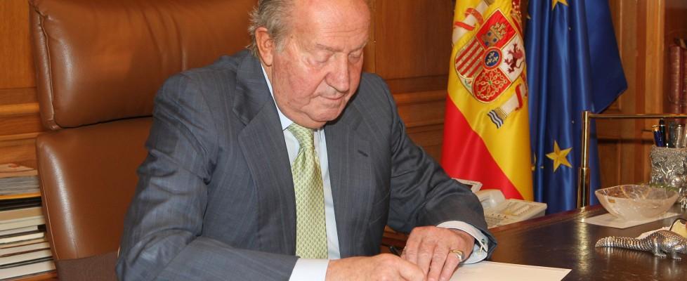 Spagna, re Juan Carlos abdica a favore del figlio Felipe