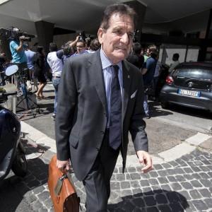 """Figc, Macalli attacca Agnelli: """"La sua famiglia ha spolpato l'Italia"""""""