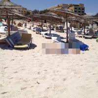 Tunisi, resort sotto attacco: le prime immagini dalla spiaggia
