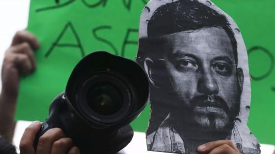 Messico, fotoreporter trovato ucciso insieme a quattro donne. Sui loro corpi segni di tortura