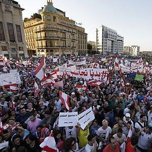 Libano, di nuovo in piazza contro il governo il movimento