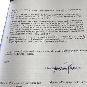 Scuola Renzi Firma Il Buono Di 500 Euro Per I Prof E