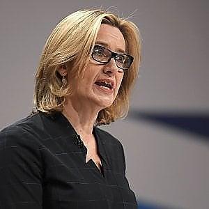 """Brexit, proposta shock: """"Le aziende facciano liste dei lavoratori stranieri"""""""