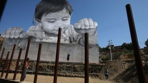 Messico, Kikito sfida il muro di Trump