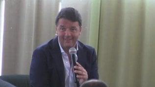 """Renzi: """"Sirenetta non esiste"""".E la bambina ci resta male"""