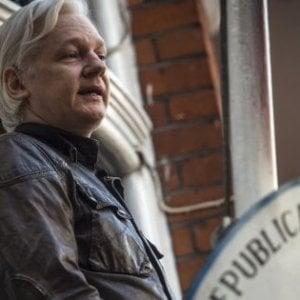 """Wsj: """"Trump pronto a perdonare Assange se arriva un aiuto a uscire dal Russiagate"""""""