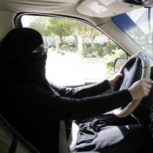 Arabia Saudita, storico decreto del re: le donne potranno guidare
