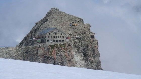 Svizzera, gruppo alpinisti sorpreso da maltempo: 5 morti e 4 gravissimi. Altre due vittime sulle Alpi bernesi