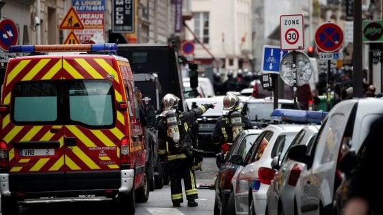 Parigi, uomo armato cattura tre ostaggi