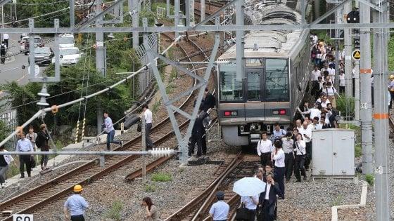 Giappone, forte scossa di terremoto vicino a Osaka: si temono vittime
