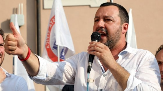 """Salvini sui Rom: """"Faremo censimento ma quelli italiani tocca tenerseli"""". Fico: """"L'Ue sanzioni Orban se rifiuta le quote"""""""