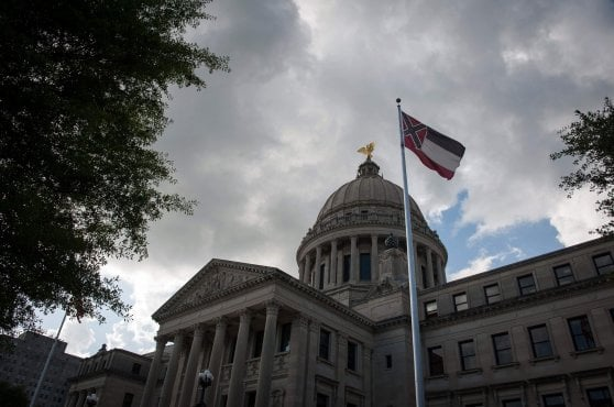 Usa, Mississippi withdraws the Confederation symbol from its flag