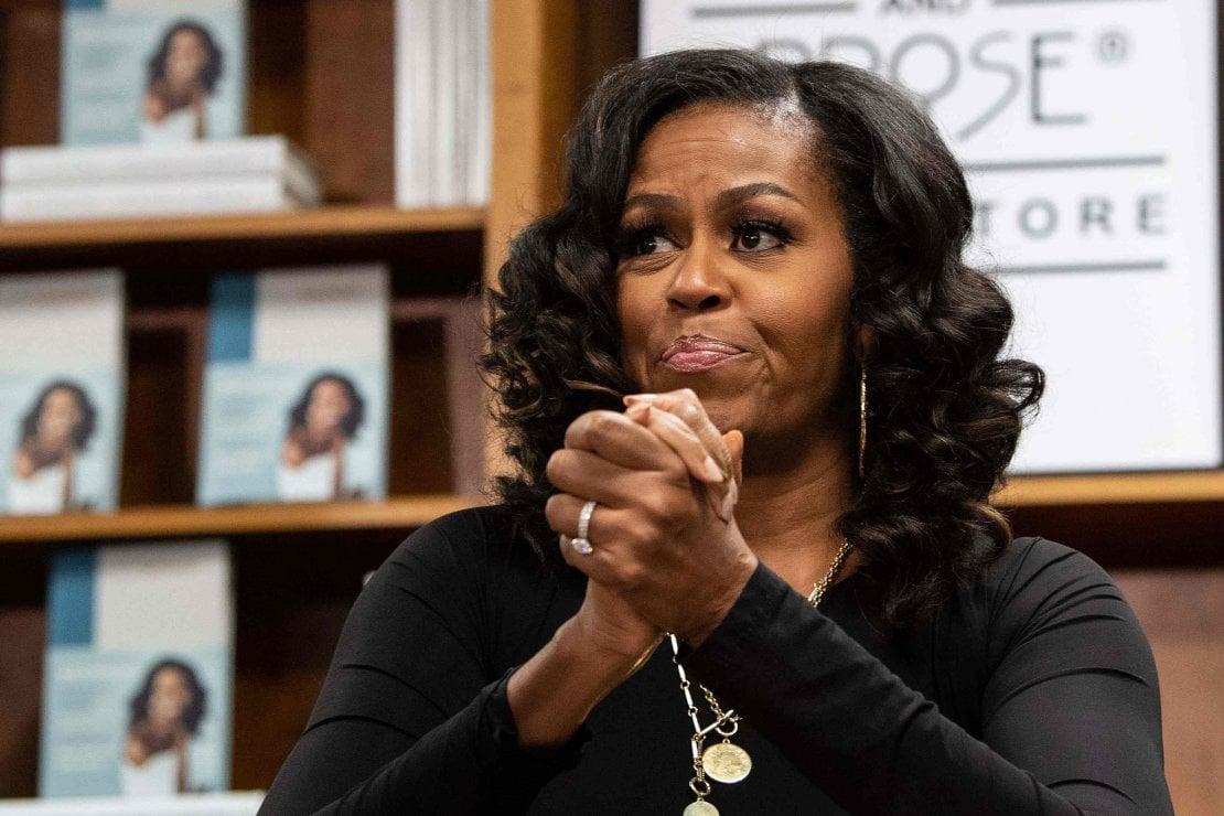 """Michelle Obama, lieve stato di depressione: """"Preoccupata per Covid, tensioni razziali e Trump"""""""