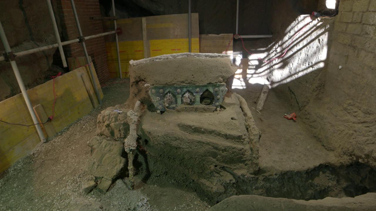 Eros e nozze, ritrovato a Pompei un carro unico: 'Salvato per un soffio dai tombaroli'