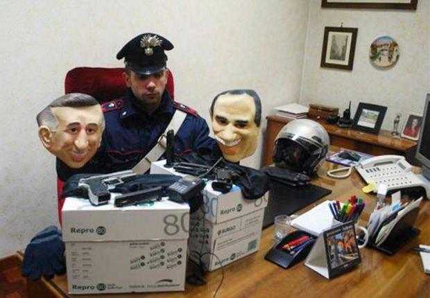 Rapinavano con le maschere di Berlusconi e Dell'Utri